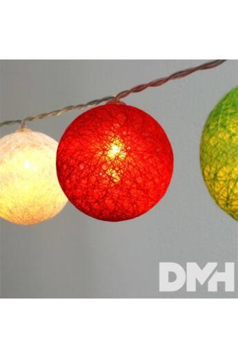 Gömb alakú 6cm/színes fonott/4,5m/piros-fehér-zöld/30db LED-es/USB-s fénydekoráció